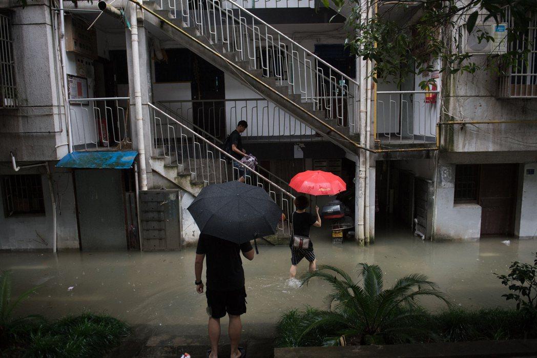 圖為浙江杭州的建德市淹水。 圖/中心社