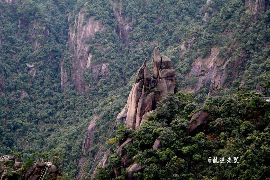 石峰石筍,拔地而起,參差高下,蔚然成林,三清山奇特石林景觀感受大自然的鬼斧神工。