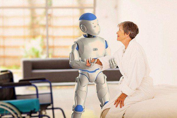 圖2 : 服務型機器人將大量被應用於長照機構中,協助照護老人與久病患者。(Source:Tincture)