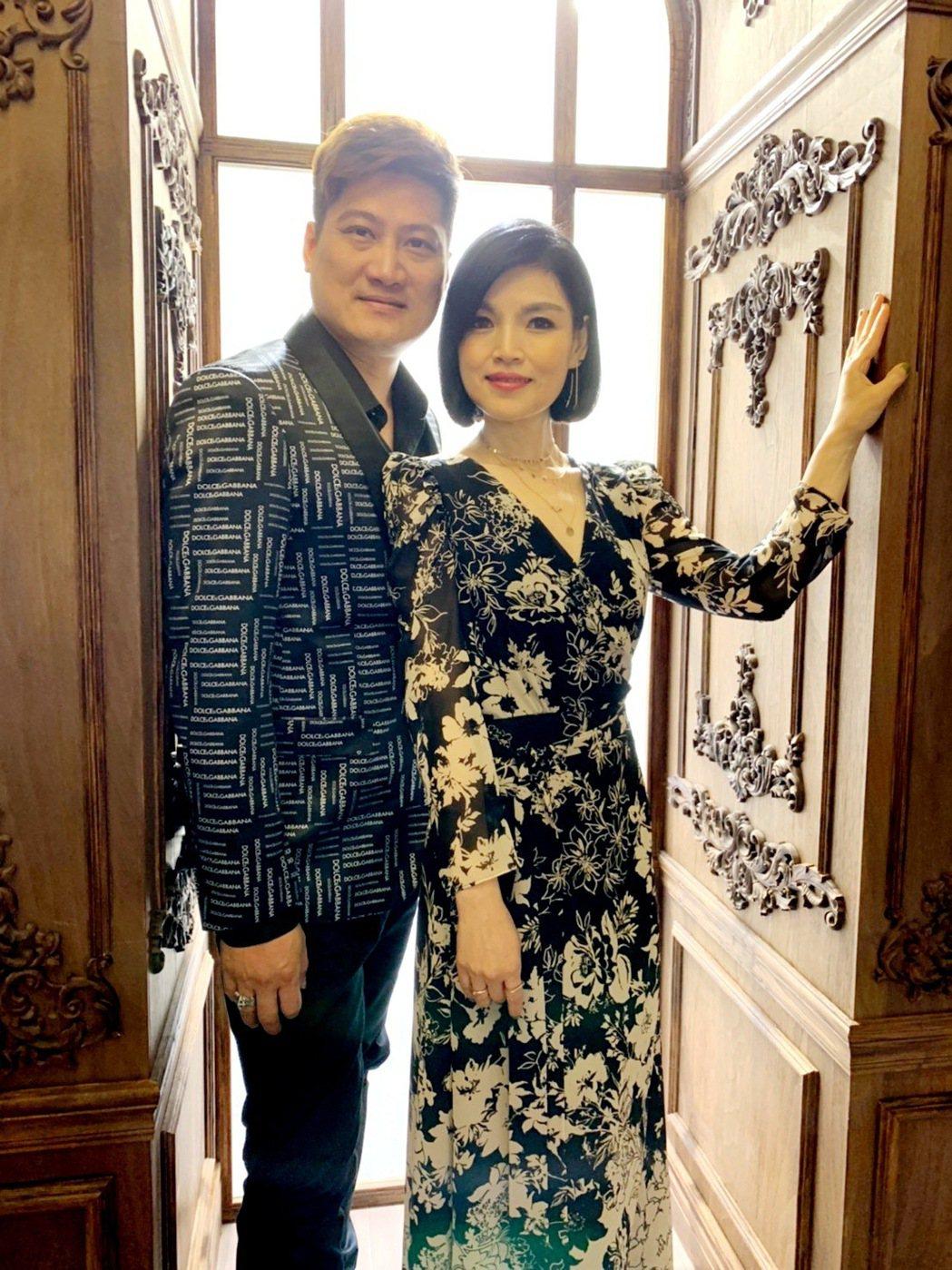談詩玲(右)被粉絲誤認為是楊哲的老婆。圖/豪記唱片提供