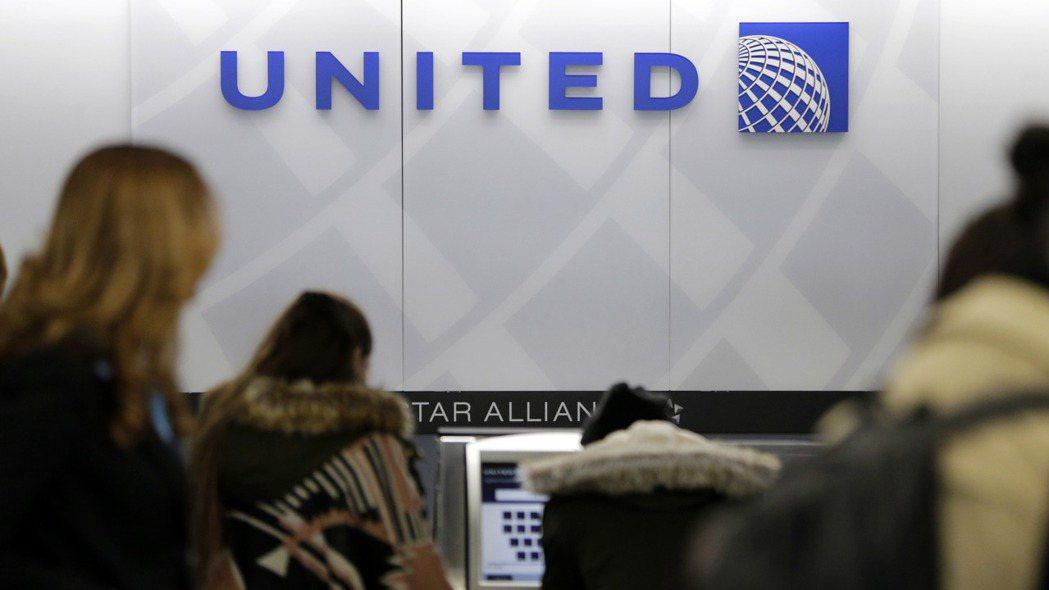 聯合航空通知旗下3.6萬名員工可能在10月1日後開始休無薪假。 美聯社