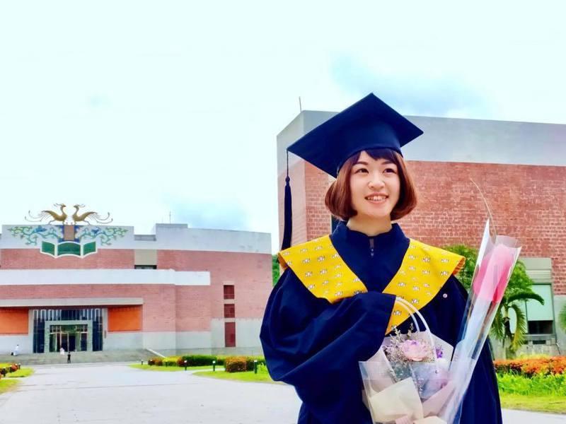 「長大以後」創作者台南藝術大學應用音樂系畢業生曾筠芯,對於創下8百萬的點閱率也很驚訝。圖/南藝大提供