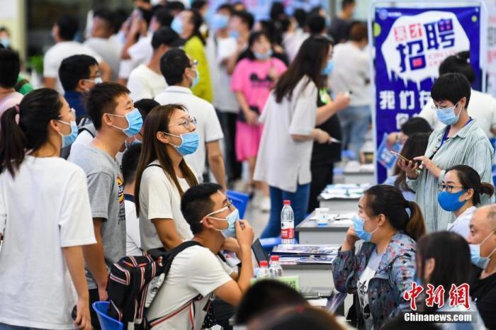 2019屆本科畢業生平均月收入為人民幣5,440元。中新社資料照片