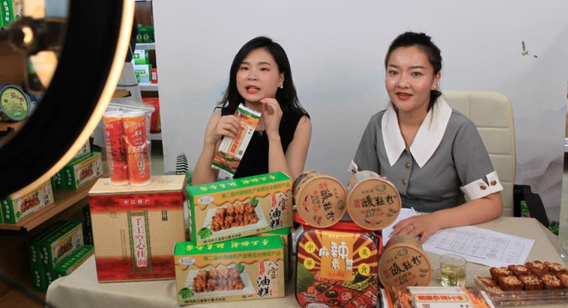 四川首家消費扶貧生活館上月開館,直播帶貨賣得火。圖/聯合報系資料照片