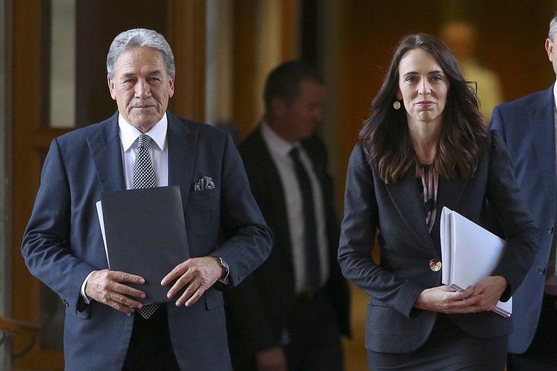 紐西蘭總理阿爾登與外長彼特斯(左),攝於5月14日。彼特斯9日宣布,紐西蘭將重審所有對港關係。美聯