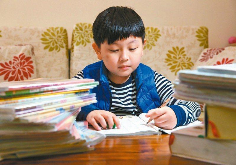 許多家長對108課綱感到焦慮不安,選擇在國小階段就送孩子去補習、準備考明星私立國中。圖/聯合報系資料照片