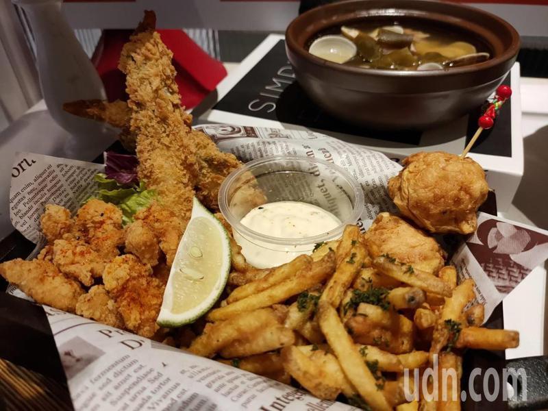 上市公司漢來美食今天在台中市中友百貨公司推出全台第一家的「安那居活力精燉雞湯」餐廳,以新品牌來吸引年輕族群。記者黃寅/攝影