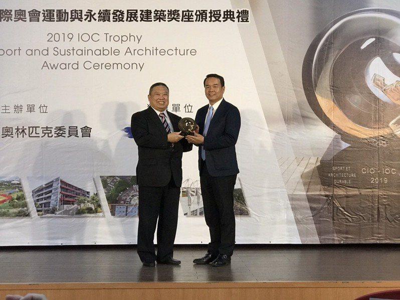 國體大獲頒2019年國際奧會獎座「運動與永續發展建設」。記者劉肇育/攝影