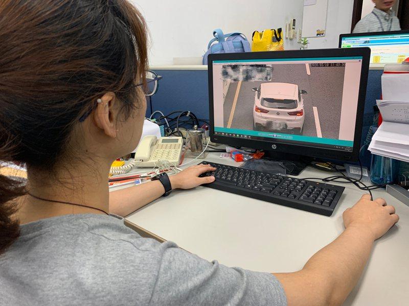 新北市環保局取締改裝噪音車,今年前半年數量已是去年全年10倍以上。圖/環保局提供