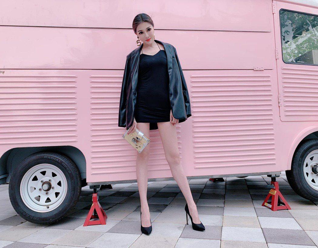 吳玟萱的美腿竟成詐騙目標。圖/摘自臉書