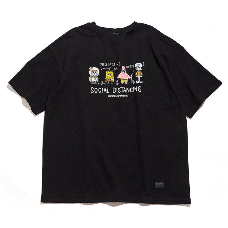 Stayreal與海綿寶寶聯名系列比奇堡社交距離寬版T恤1,480元。圖/Sta...