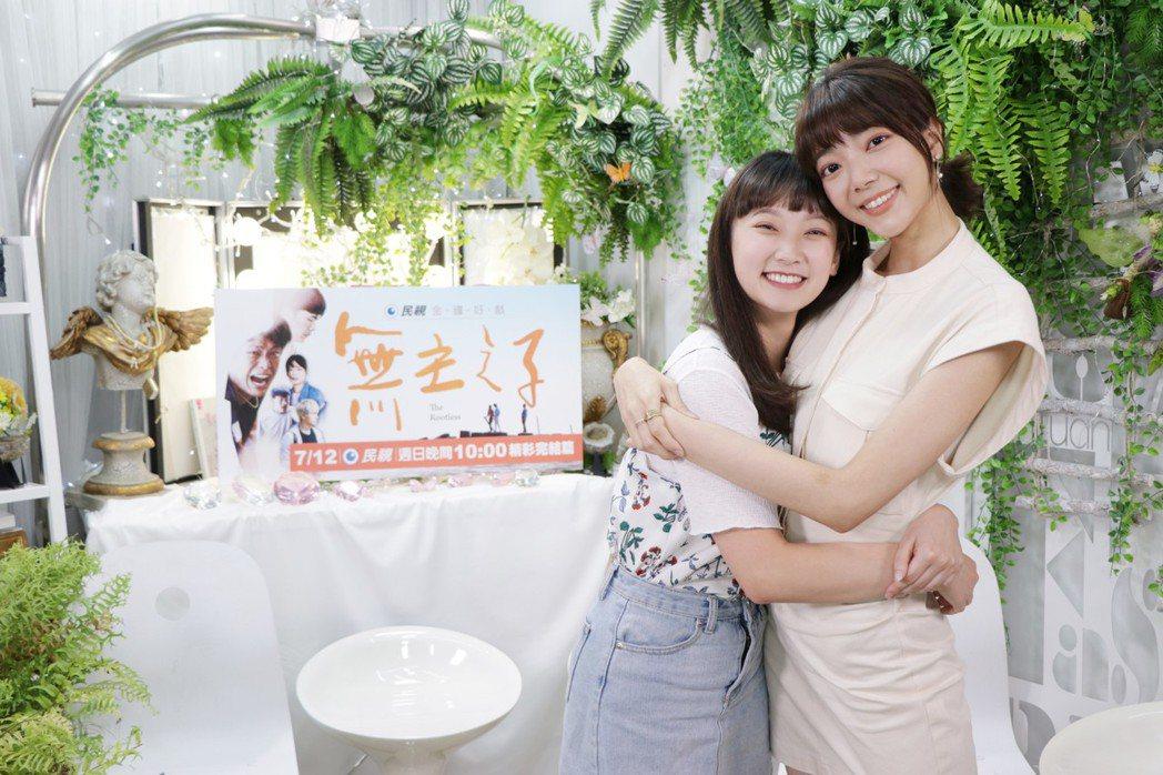 周宇柔(右)、吳鈺萱戲裡戲外都成為閨蜜好友。圖/民視提供。