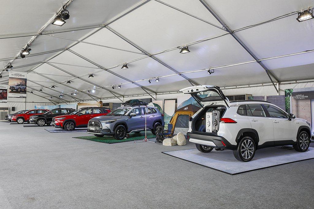 泰國發表Toyota Corolla CROSS當下,場邊也擺放配件車可供未來買...