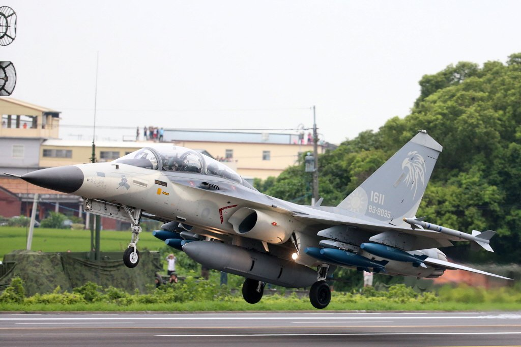 IDF本是高速戰機,機身設計追求的是高速下的靈活性,與專業教練機不同。 圖/聯合報系資料照