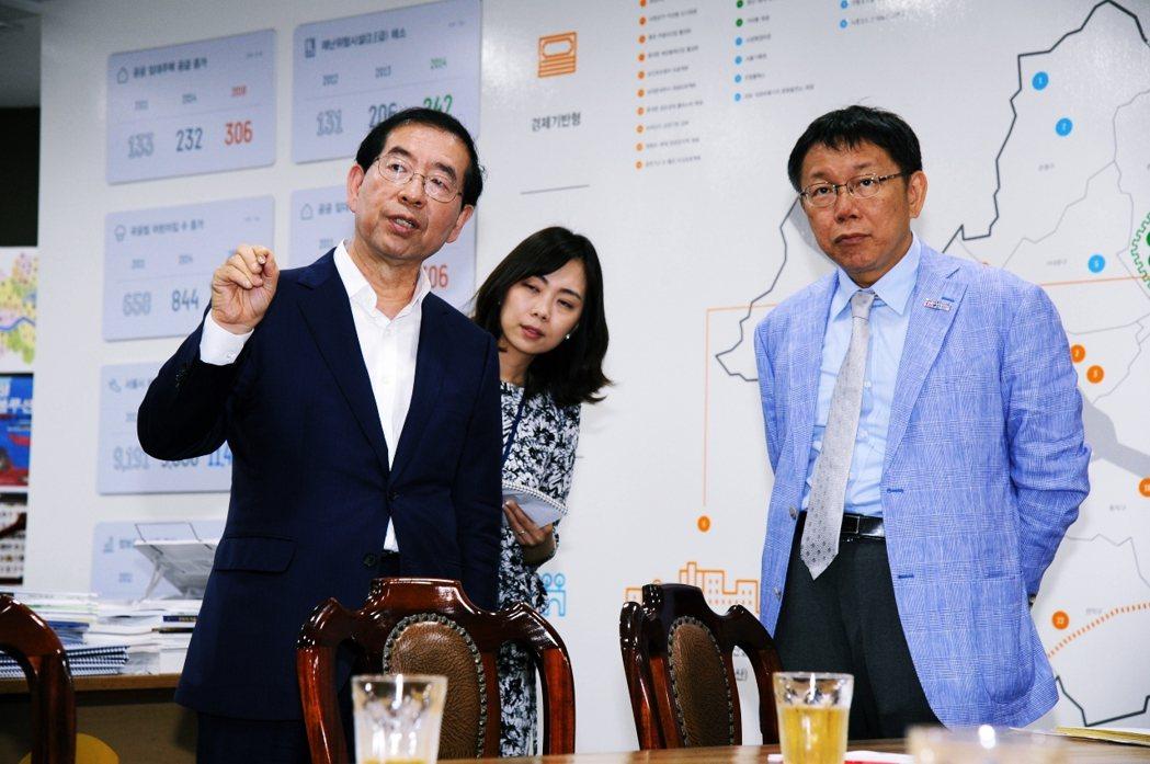 朴元淳在首爾市長任內培養了堅實的政治實力,且因親民進步形象受到許多市民青睞。朴也...