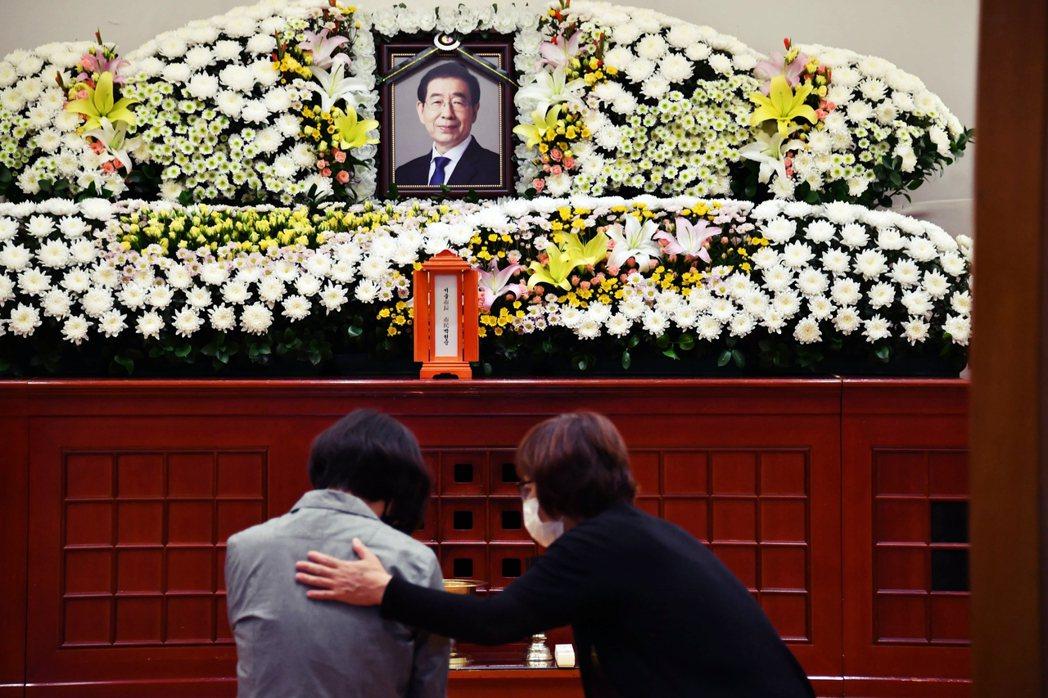 南韓首爾市長朴元淳選擇以極端方式結束人生,震驚南韓社會。儘管他的遺書中,並未提及...