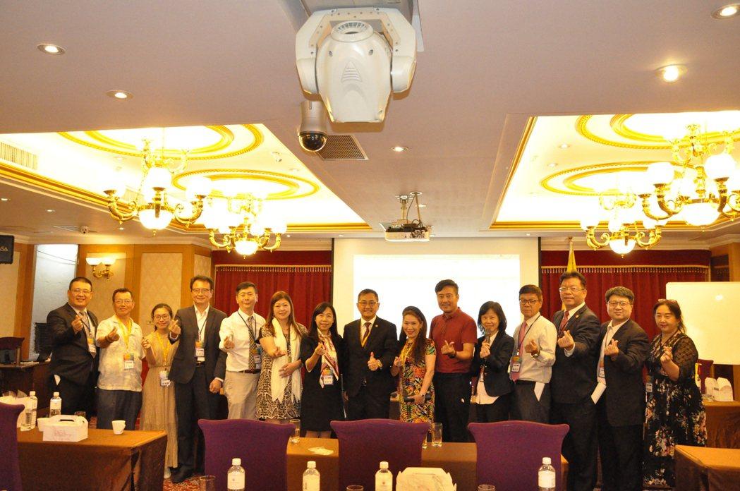 新任理監事團隊。 中華兩岸EMBA聯合會/提供