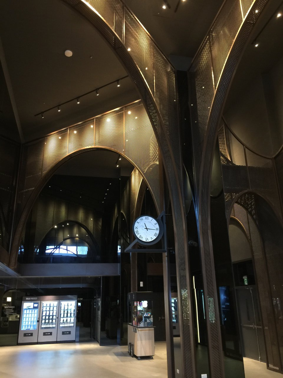 桃園新光影城3樓大廳設計成類似火車站月台的外觀。記者蘇詠智/攝影