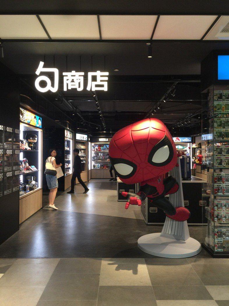 桃園新光影城「句商店」的大型FUNKO蜘蛛人將成打卡熱點。記者蘇詠智/攝影