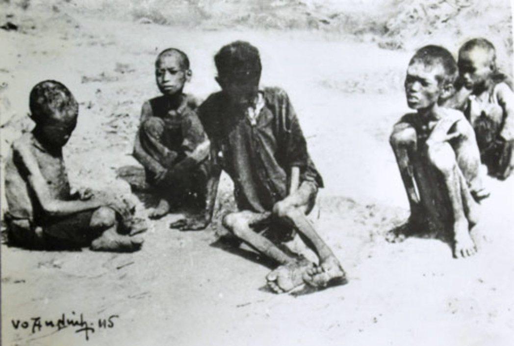 圖為1945年位於越南北部村落深受飢荒所苦的兒童。 圖/維基共享