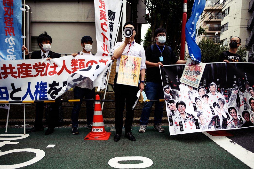 2020年6月4日,東京街頭有民眾示威抗議、追討中國在天安門事件的歷史責任。 圖...