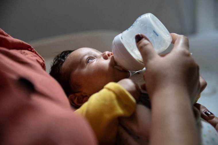 在臍帶、胎盤、母乳發現病毒痕跡,研究:孕婦可能把新冠病毒傳給胎兒。 法新社