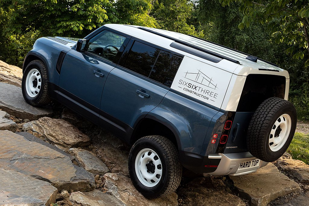 Land Rover Defender Hard Top保有291mm底盤離地高...