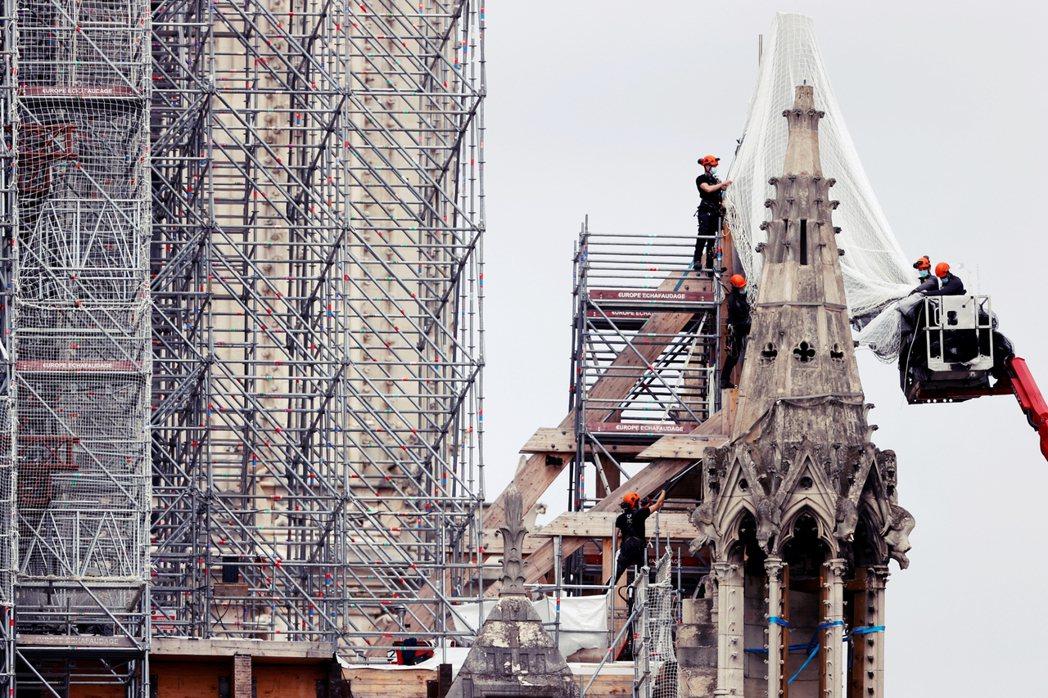 聖母院的鷹架殘體清理,預計將於9月完成。若進度順利,重建修復工程則將於明年初正式...