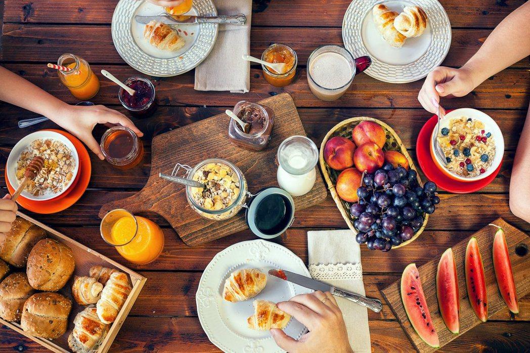 有62%的台灣人認為館內早餐是身為饕客不能錯過的飯店設施之一。圖/Booking...