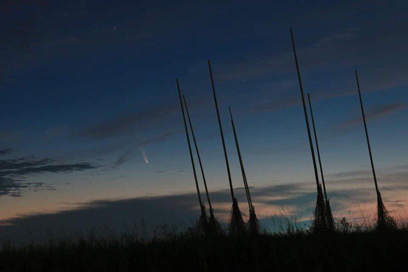 基隆潮境公園彗星。圖/中央氣象局技士鄭振豐提供