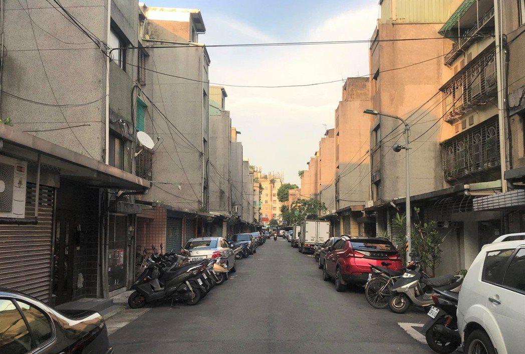 這處虎林街巷內,公寓一坪成交101萬元。記者游智文/攝影