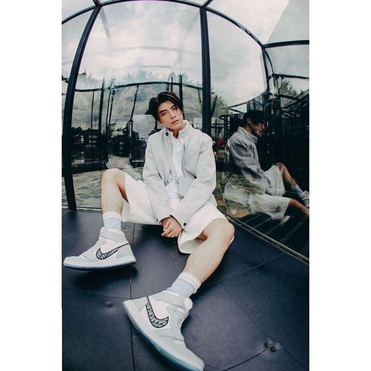 林哲熹身穿Air Dior系列服裝。圖/取自臉書
