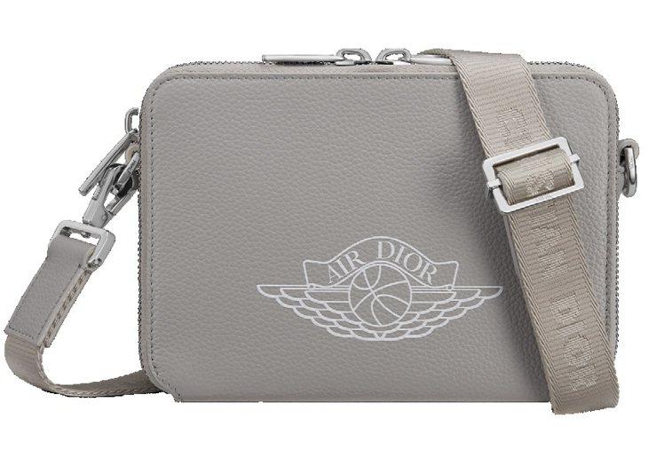 Air Dior側背包,56,000元。圖/DIOR提供