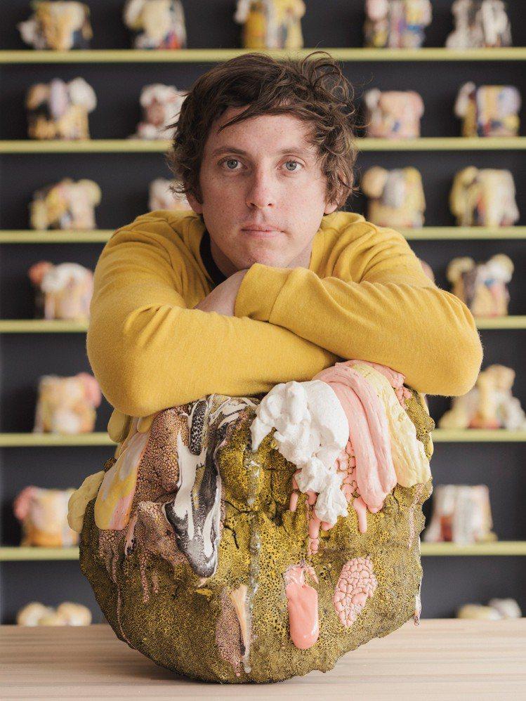 出生於1985年的陶瓷藝術家Brian Rochefort,2007年獲得羅德島...