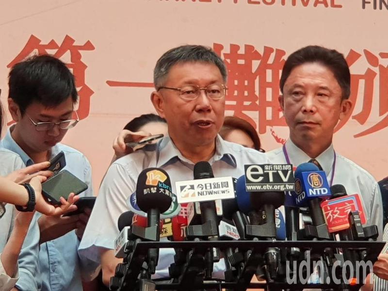 市長柯文哲上午參加「天下第一攤」頒獎活動時受訪。記者楊正海/攝影