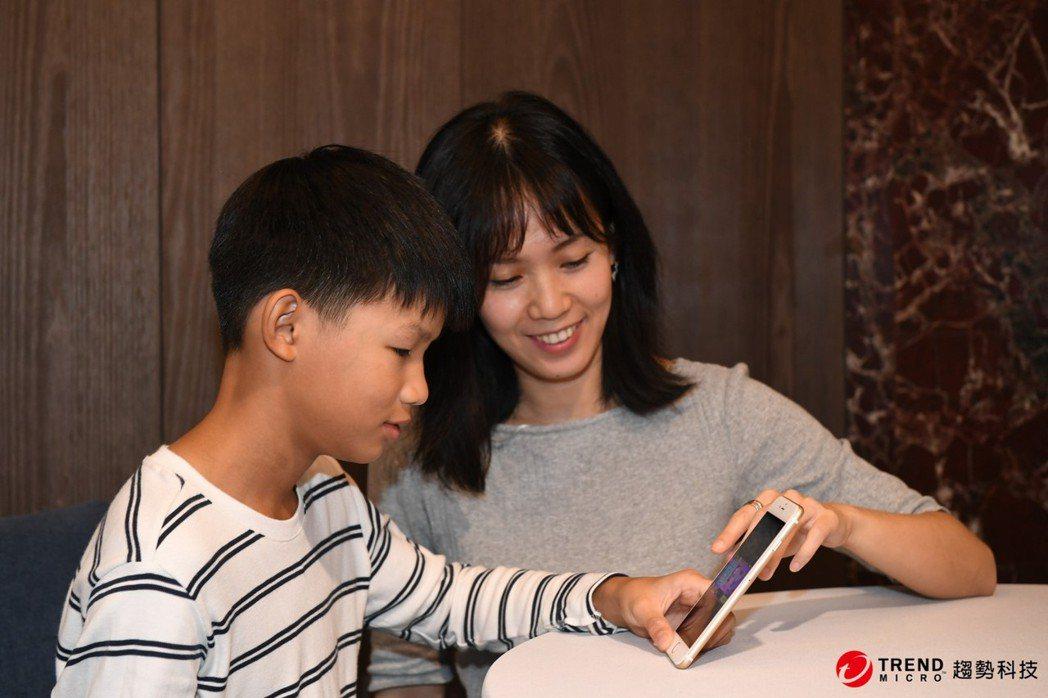 暑假上網高峰期將至 三招密技 助爸媽把關孩子上網。趨勢/提供