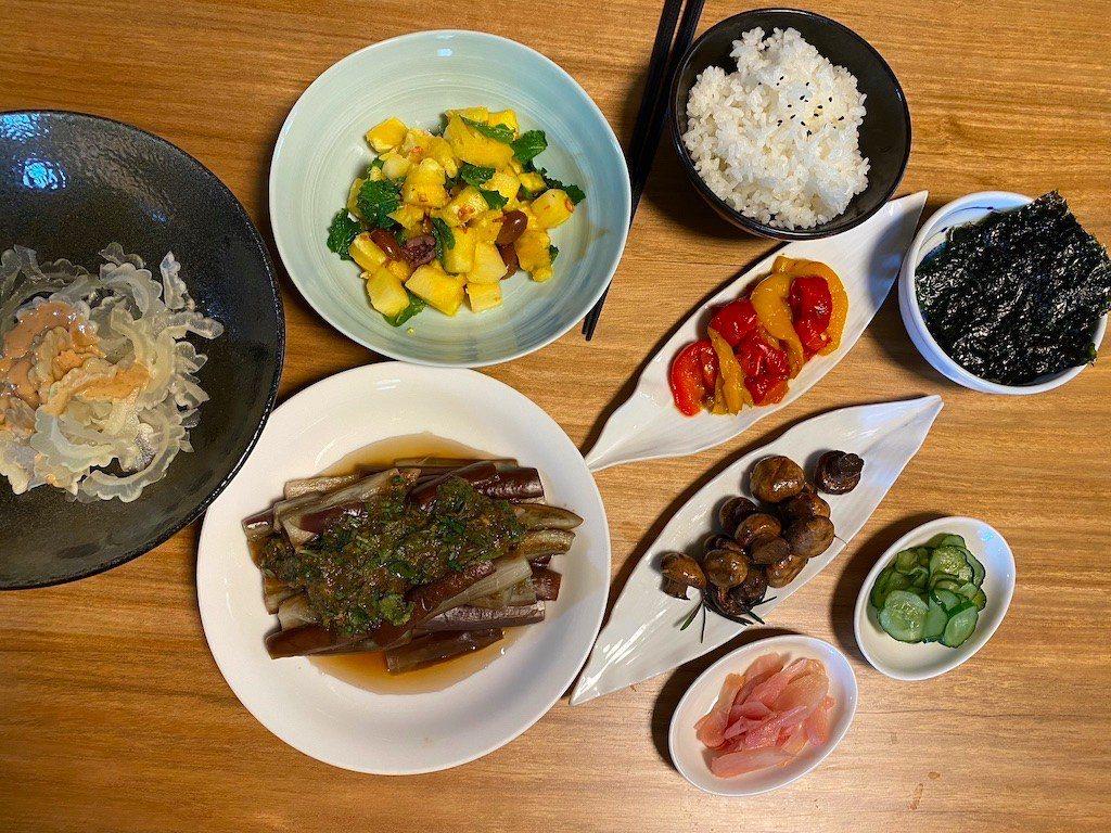 用點心思擺盤,涼菜上桌待客也是豐盛的一頓。 圖/朱慧芳提供
