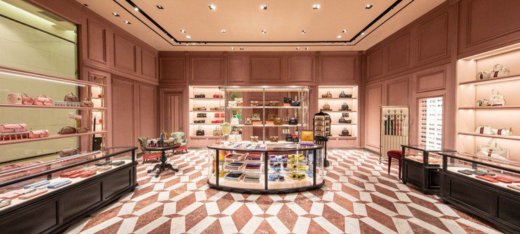 占地近103坪的GUCCI台北SOGO百貨復興館專門店占地近103坪,上市最新的...