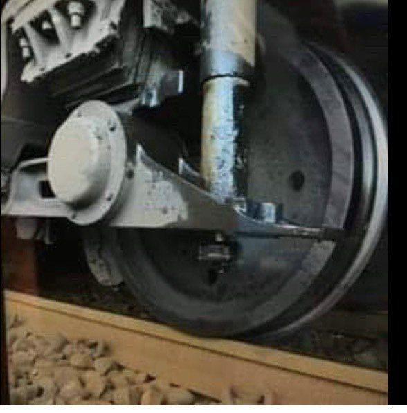 台鐵140車次自強號列車,今天傍晚6時許,從彰化火車站發車時,發生出軌事件,造成...