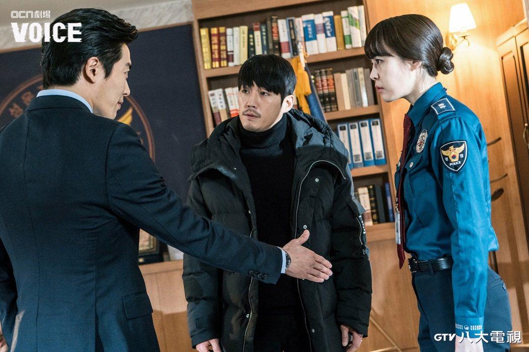 首部推出由金材昱(左起)、張赫、李荷娜主演的「VOICE」引起觀眾熱議。圖/八大...