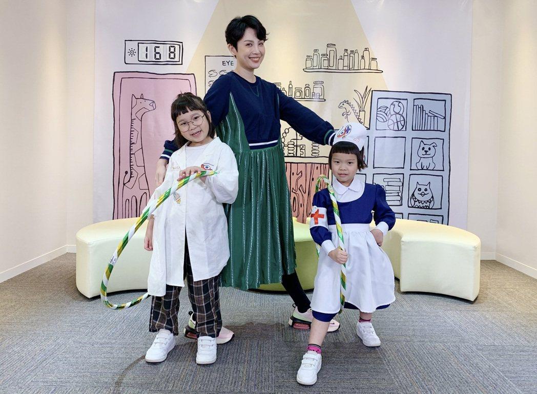 魏如萱(中)作客「胖球&斯拉診療室」。圖/索尼提供