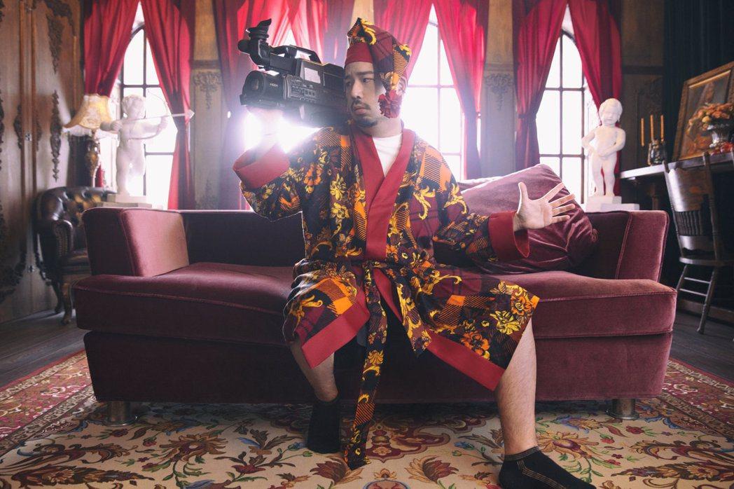 阿達防疫耍廢催生新單曲「沙發上的馬鈴薯」。圖/環球音樂提供