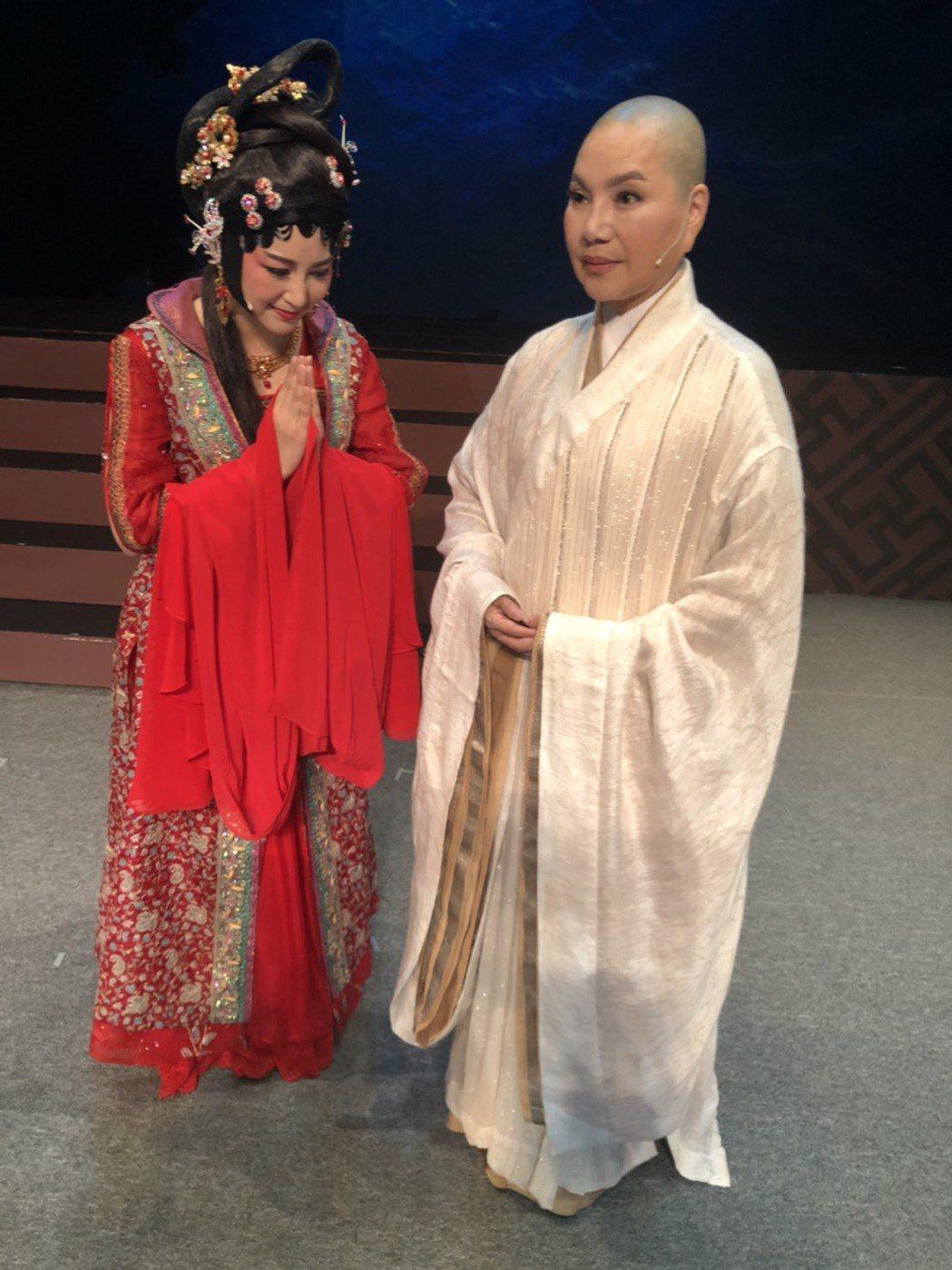 唐美雲、樓心潼演出歌仔戲「千年渡‧白蛇」。圖/民視提供