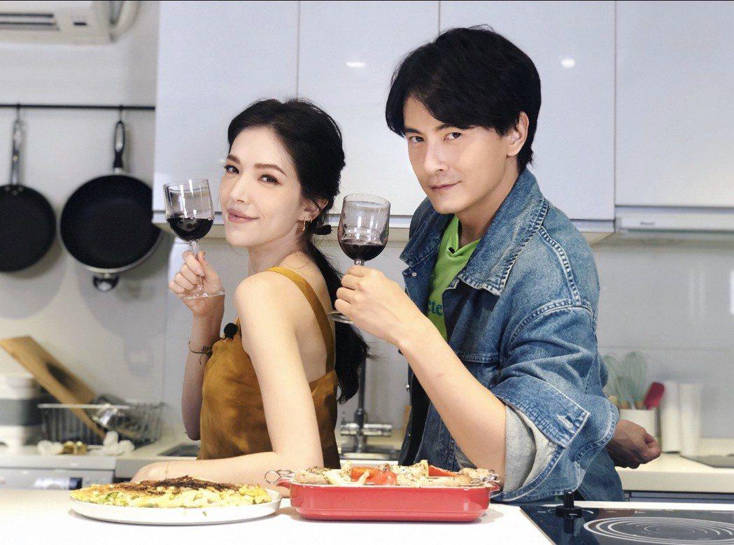 鄭元暢「不專業廚房」單元,邀來好友許瑋甯一起下廚。圖/M.I.E.最大國際娛樂提