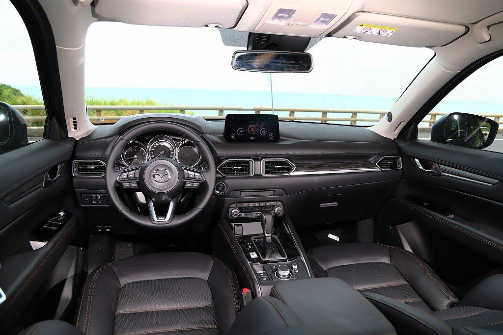 Mazda CX-5旗艦獻定版內裝配備Smart Keyless免鑰匙感應系統、...