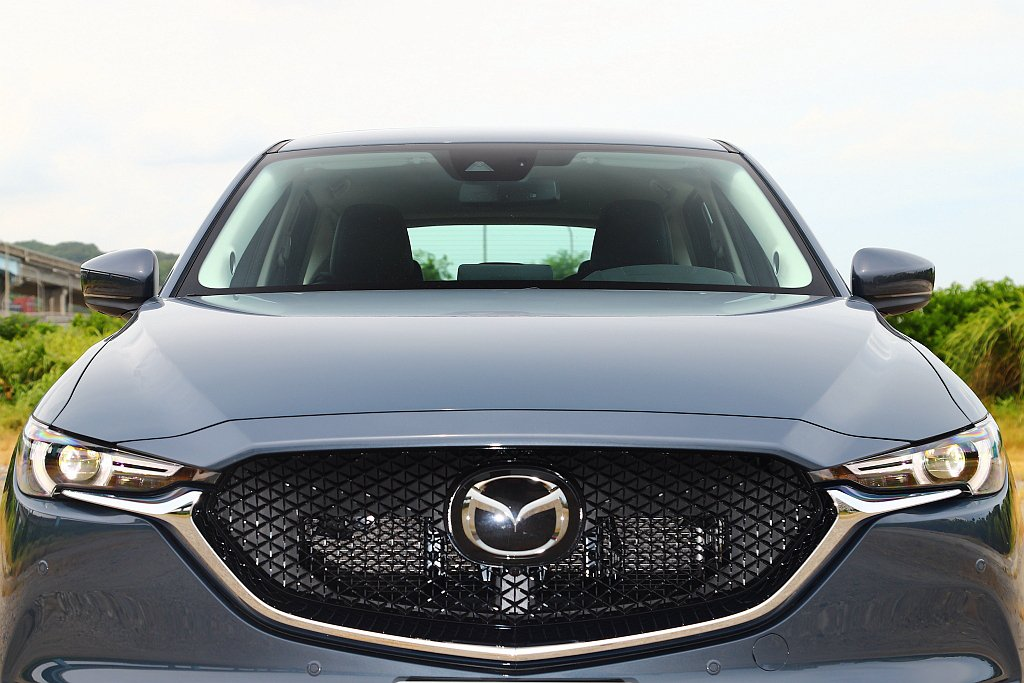 Mazda CX-5統一升進階Advanced SCBS前行煞車輔助系統。主要差...