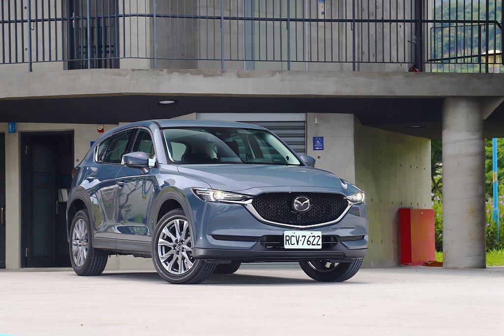縱使休旅市場混戰,但Mazda CX-5仍維持自己的步調與高質感,持續吸引潛在客...