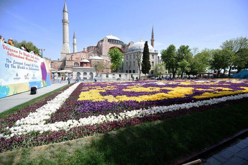 土耳其真的將擁有近1500年歷史的世界遺產聖索菲亞變回清真寺了。新華社