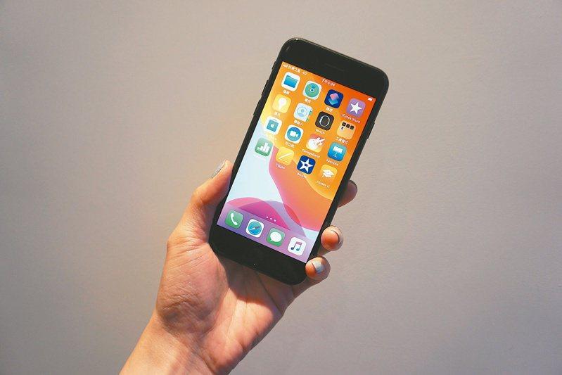 iPhone下一版本iOS作業系統將有一些更新,今年的這些更新將是蘋果的特色。 報系資料照