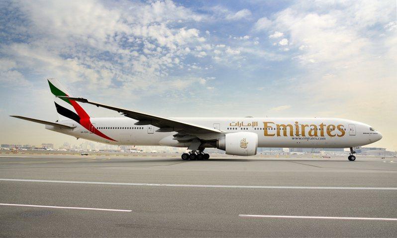 阿聯酋航空預計裁員高達9000人。路透